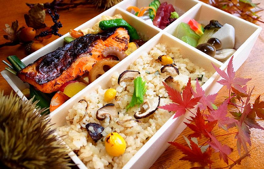 秋鮭と松茸ご飯弁当